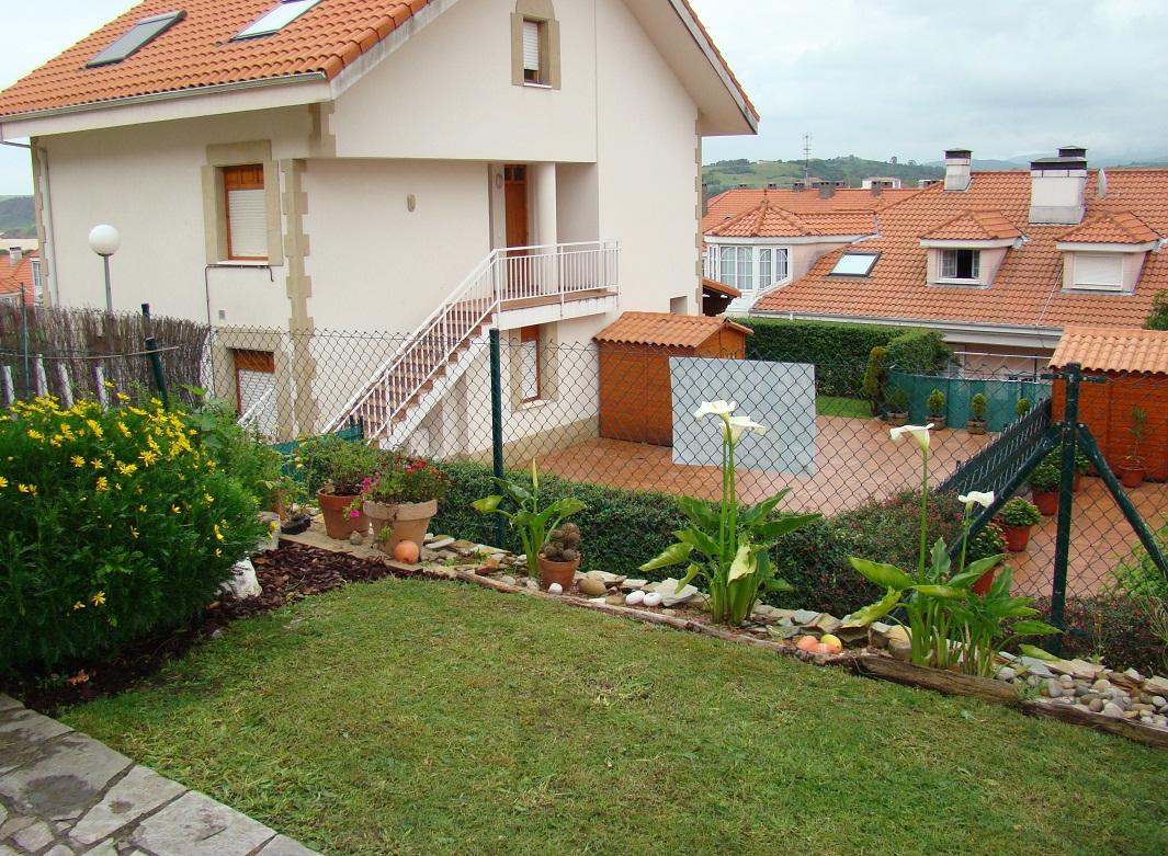 Piso bajo con jard n en urbanizaci n privada con for Pisos bajos con jardin
