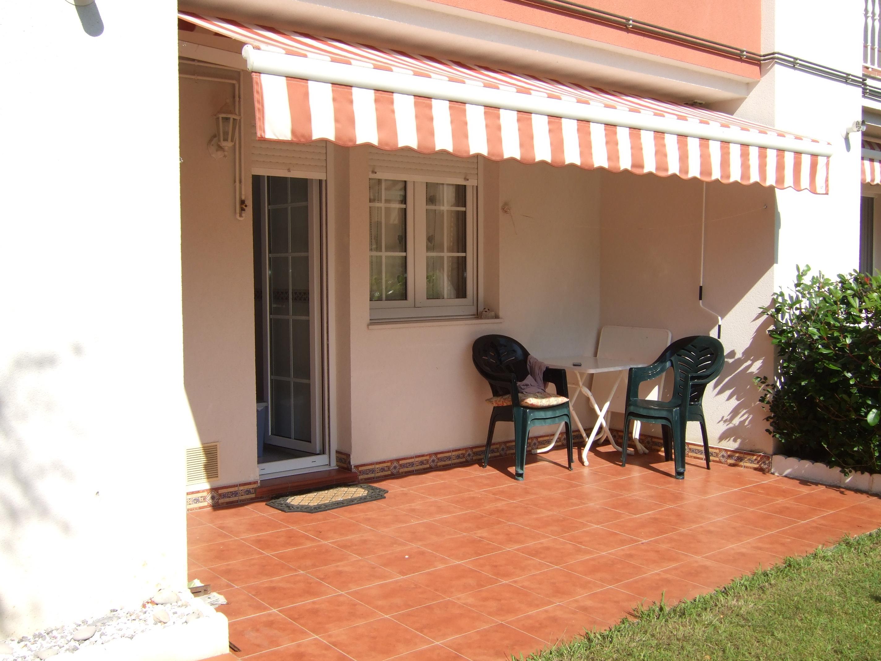 Piso bajo 2 dormitorios y jard n en san vicente de la for Bajo con jardin majadahonda