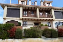 Piso de 2 dormitorios con balcón en Ruiloba