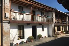 Venta casa de estilo montañes de 4 dormitorios con jardín